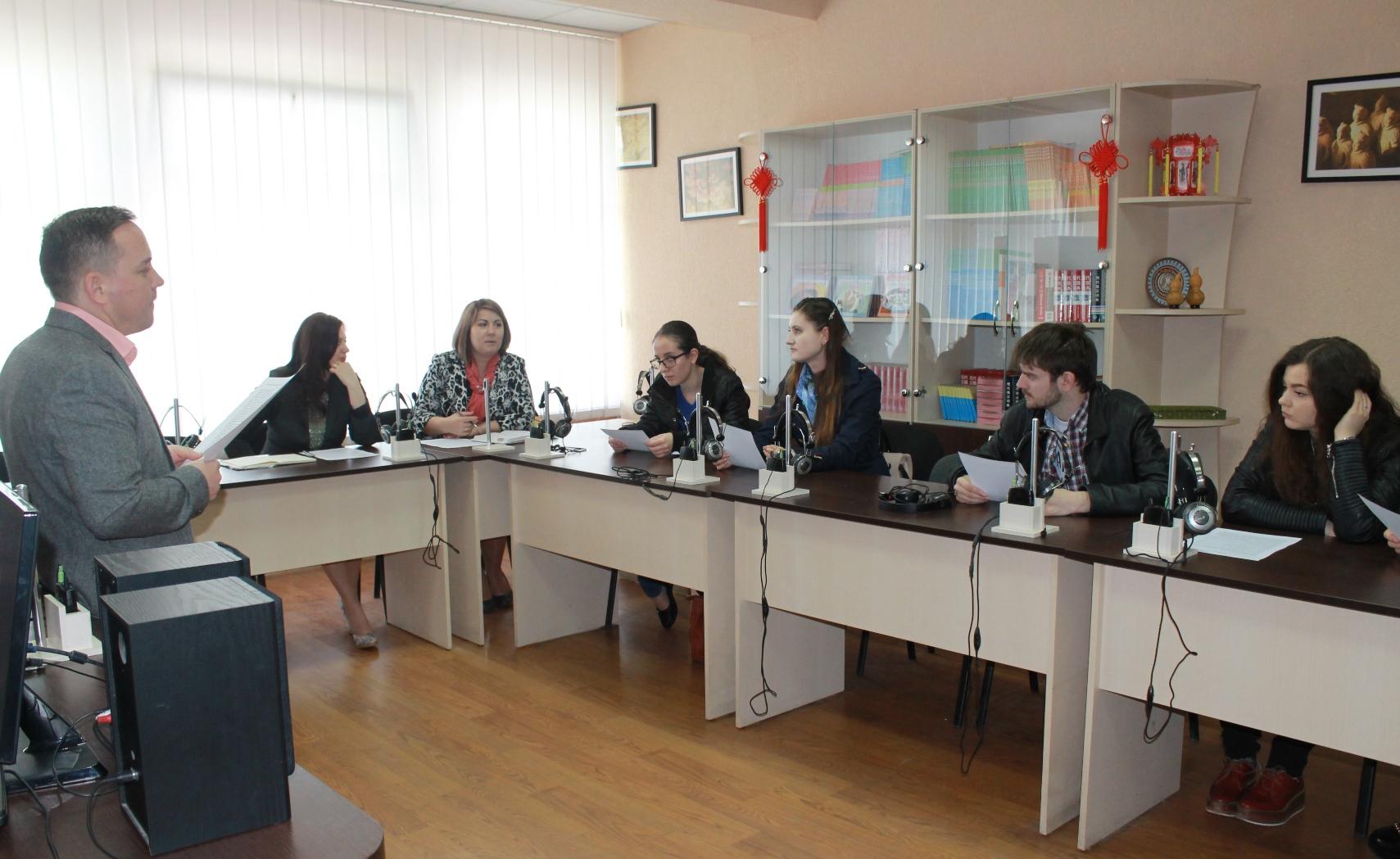 Studenți bălțeni, instruiți la ULIM în cadrul unui atelier de traducere simultană