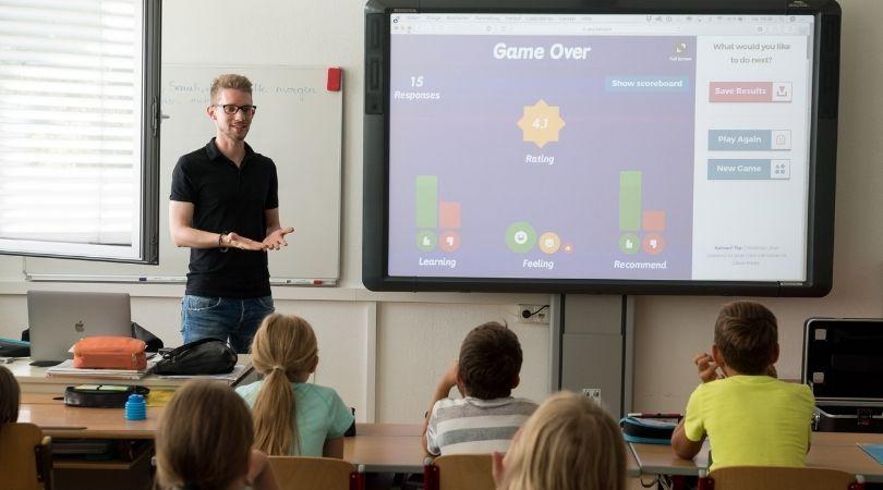 Profesorul, un Artist pe scena Școlii